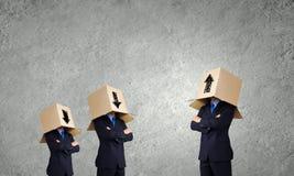 Homme avec la boîte sur la tête Photo stock