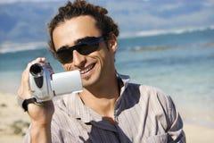 Homme avec la caméra vidéo. Image libre de droits