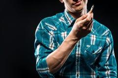Homme avec la cigarette Images stock