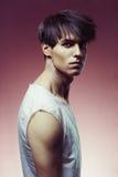 Homme avec la coupe de cheveux élégante Photographie stock libre de droits