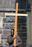 Homme avec la croix Photographie stock libre de droits