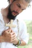 Homme avec la croix Images libres de droits