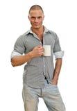 Homme avec la cuvette de thé. Image libre de droits