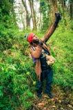 Homme avec la fronde photographie stock libre de droits