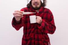 Homme avec la grippe et la fièvre Photo stock