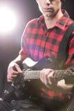 Homme avec la guitare Image stock