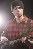 Homme avec la guitare Photographie stock libre de droits