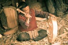Homme avec la hache au Népal Images libres de droits