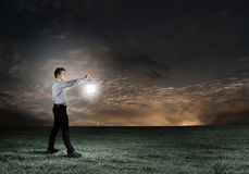 Homme avec la lanterne Image stock