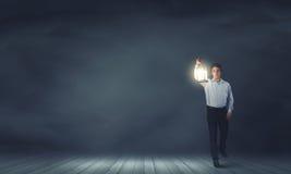 Homme avec la lanterne Images libres de droits