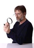 Homme avec la loupe à disposition Photographie stock