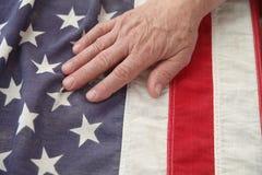 Homme avec la main sur l'indicateur des Etats-Unis Photo stock