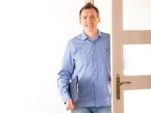 Homme avec la planchette Photographie stock libre de droits