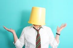 Homme avec la position sur sa tête Photo libre de droits