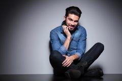 Homme avec la séance de barbe Image stock