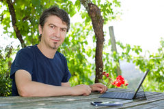 Homme avec la tablette Image libre de droits