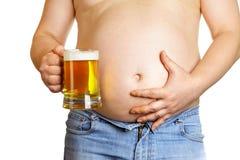 Homme avec la tasse de bière photo stock