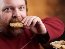Homme avec le biscuit photos stock