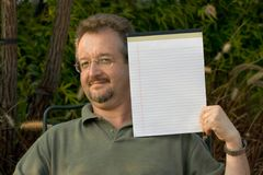 Homme avec le bloc-notes Photos libres de droits
