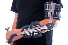 Homme avec le bras cassé Images stock
