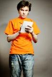 Homme avec le cahier. photographie stock