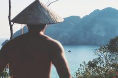 Homme avec le chapeau photo stock