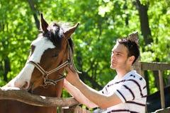 Homme avec le cheval Image libre de droits