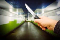 Homme avec le couteau dans le souterrain Images libres de droits