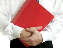 Homme avec le dépliant rouge image libre de droits