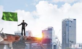 Homme avec le drapeau présentant le concept de direction Photos libres de droits