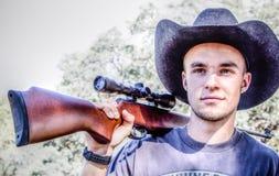 Homme avec le fusil Images stock