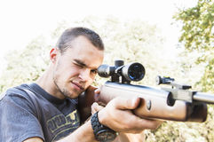 Homme avec le fusil Photos stock