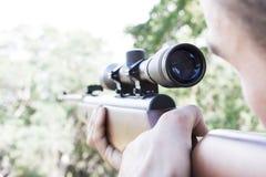 Homme avec le fusil Photographie stock libre de droits