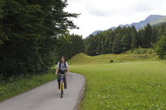 Homme avec le moutainbike Photo libre de droits