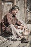 Homme avec le panier en Arunachal Pradesh Photo libre de droits