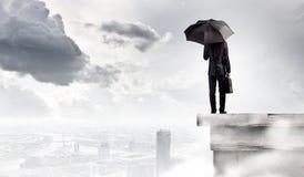 Homme avec le parapluie Photographie stock libre de droits