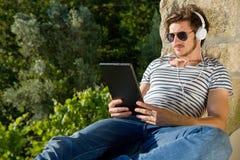Homme avec le PC de tablette Photos libres de droits