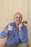 Homme avec le rétro bâton de golf Image stock