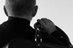 Homme avec le sac, vue arrière, noire et blanche Photo libre de droits