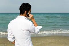 Homme avec le téléphone portable Photo libre de droits