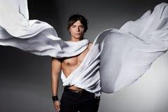 Homme avec le tissu de vol Photographie stock