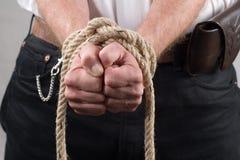 Homme avec les mains attachées dans l'avant Images stock