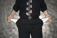 Homme avec les poches vides. Image libre de droits
