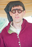 Homme avec les verres médiévaux Photo stock