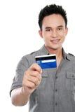 Homme avec par la carte de crédit Photo stock