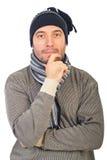 Homme avec penser de capuchon de knit Photo stock