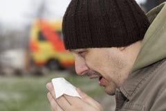 Homme avec un écoulement nasal Photographie stock