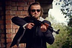 Homme avec un canon Photographie stock