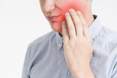 Homme avec un mal de dents, douleur au corps humain photo stock