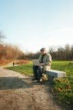 Homme avec un ordinateur portatif Image stock
